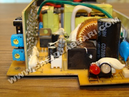 شارژر کنترلر ولتاژ و جریان
